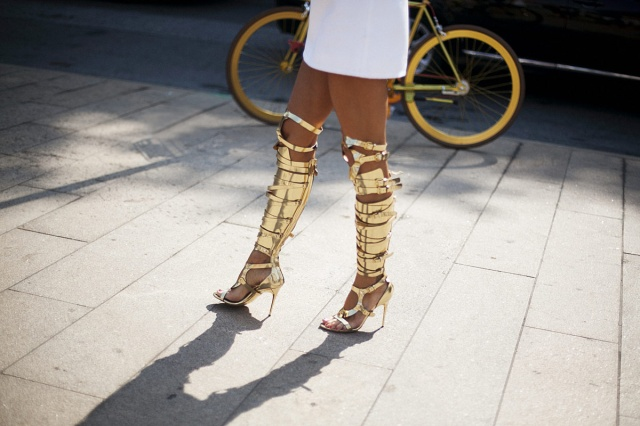 analizamos_el_calzado_mas_popular_del_street_style_de_las_semanas_de_la_moda_250358952_1200x